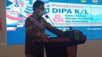 Gubernur Sumatera Barat, Irwan Prayitno menyerahkan Daftar Isian Pelaksanaan Anggaran (DIPA) dan Alokasi Transfer ke Daerah dan Dana Desa (TKDD) 2021 di Auditorium Gubernuran, Jum'at (27/11/2020).   Halonusa