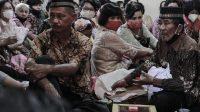 PERTUNANGAN MASA PANDEMI | Warga Padang, Sumatera Barat menggelar pesta pernikahan dengan mematuhi Protokol Kesehatan (Prokes) Covid-19 dan mengajukan tiga surat pemberitahuan penyelenggaraan di kota ini, Sabtu (21/11/2020) | Photo read should by Kariadil Harefa/Tanharimage/Halonusa