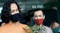 Tangkapan layar saat Dwi Sasono keluar dari Rumah Sakit Ketergantungan Obat (RSKO) Cibubur, Jakarta Timur, Sabtu (28/11/2020)   Halonusa