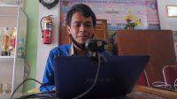 Feri Kurniawan, Guru kelas 6 mengajar di Sekolah Dasar 05 Sawahan, Kecamatan Padang Timur, Kota Padang, Sumatera Barat, Kamis (25/11/2020). Gon/Halonusa