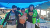 Polisi dari Unit Reskrim Polsek Koto Tangah, Kota Padang, Sumatera Barat meringkus pelaku penganiayaan, di Pasar Banda Air Kelurahan Pasia Nan Tigo, Rabu (25/11/2020)   Gon/Halonusa