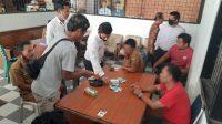 Sejumlah oknum PNS saat digerebek tengah main judi koa di komplek kantor Bupati Sijunjung, Senin (7/12/2020).