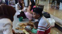 Ilustrasi-mahasiswa STKIP Adzkia saat menolong para disabilitasi di Kota Padang, Sumbar. Dok. Kariadil Harefa