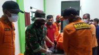 Tim SAR gabungan mengevakuasi dua penambang emas di Nagari Abai, Kecamatan Sangir, Solok Selatan, Suimbar setelah sebelumnya dikabarkan tertimbun dalam lokasi tambang sejak Senin (11/1/2021) Al/Halonusa.com
