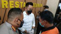 MA mengatakan di Mapolres Mataram, Nusa Tenggara Barat, dirinya tersulut emosi dan cemburu sehingga mengambil pisau lalu menusuk ke leher sang istri hingga meninggal.