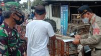 Tim Gugus Tugas Kecamatan Adipala, Kabupaten Cilacap, Jawa Tengah saat menjaring pelanggar Prokes Covid-19-Halonusa.com