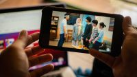 "Telkomsel berkolaborasi dengan rumah produksi OMG Metah Ganjil menghadirkan serial orisinal MAXstream terbaru berjudul ""Sajadah Panjang"" yang akan tayang secara eksklusif pada Aplikasi MAXstream mulai 6 Mei 2021. | Halonusa.com"