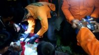 Pencarian dan pertolongan terhadap Amir, kakek berusia 70 tahun. Petani Jorong Coran, Nagari Sitanang, Kecamatan Lareh Sago Halaban, Limapuluh Kota, Sumatara Barat (Sumbar) yang dikabarkan hilang sejak Sabtu (8/5/2021) berhasil ditemukan tim SAR bersama warga setempat, Minggu (9/5/2021) | Dok: Pos Basarnas Limapuluh Kota/Halonusa