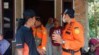 Tim Pos SAR Limapuluh Kota, Sumatera Barat saat berada di rumah survivor yang dinyatakan hilang Kamis (16/7/2021) saat ziarah yang melewati perkebunan di Mungka, Kecamatan Limapuluh Kota, Sumatera Barat | SAR