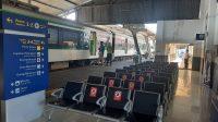 Ruang tunggu di Stasiun Padang diatur jarak bangku antar penumpang demi menjaga jarak dan memutus matacrantai penularan virus Covid-19. (Foto: Dok. KAI Divre II Sumbar)