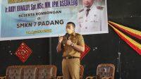 Wakil Gubernur Sumbar, Audy Joinaldi saat berkunjung ke SMKN 7 Padang, Selasa (24/8/2021). (Foto: Adpim Sumbar)
