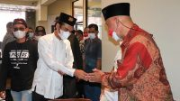 Ustaz Abdul Somad saat bersilaturahmi dengan Gubernur Sumbar Mahyeldi di Padang, Kamis (26/8/2021).