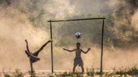 ilustrasi anak-anak bermain bola (foto: Ringtimes Bali- pikiran rakyat)