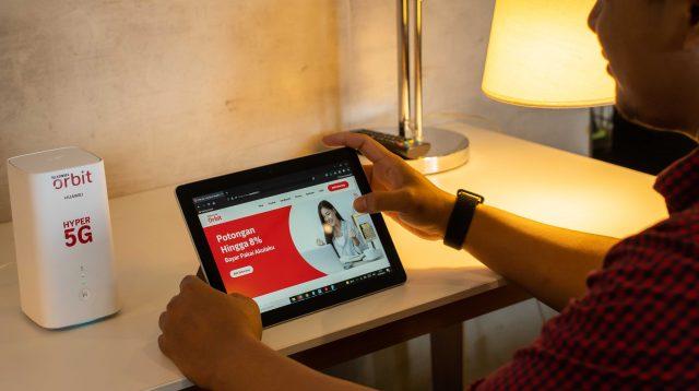Telkomsel Orbit 5G: Telkomsel memberikan ekstra kuota data 200GB untuk 30 hari dan bebas akses layanan Disney+ Hotstar selama 12 bulan bagi pelanggan yang menggunakan perangkat Orbit Ultra 5G pertama kali. Pemesanan dan informasi lebih lanjut mengenai layanan Telkomsel Orbit 5G dapat diakses melalui www.telkomsel.com/5G.