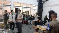 Salah satu kafe di Kota Padang yang terjairng razia Satpol PP. (Foto: Dok. Satpol PP Kota Padang)