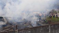 Kebakaran di Kompleks Universitas Negeri Padang (UNP) pada Minggu (12/9/2021) sore. (Foto: Dok. Damkar Kota Padang)