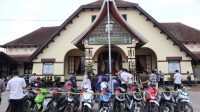 12 sepeda motor hasil curian yang dilakukan oleh dua warga Bukittinggi. (Foto: Dok. Polres Bukittinggi)