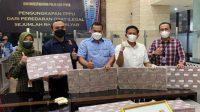 Uang hasil kejahatan pelaku penjualan obat-obatan secara ilegal yang diungkap Bareskrim Polri. (Foto: Dok. Istimewa)