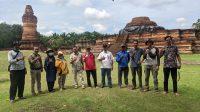 Sejumlah tim kerja konservasi Candi Muara Takus. (Foto: Dok. Istimewa)