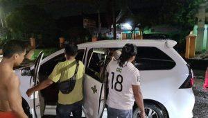 Pelaku pengeroyokan ditangkap Tim Gagak Hitam di Kota Padang pada Jumat (17/9/2021) malam. (Foto: Dok. Tim Gagak Hitam)