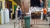 Sejumlah tabung oksigen dan regulator yang diserahkan PT Tidar Kerinci Agung (TKA) ke Pemerintah Kabupaten (Pemkab) Dharmasraya. (Foto: Dok. Istimewa)