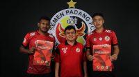 Dari kiri ke kanan: Bryannus Muabuay, CEO Semen Padang FC, Hasfi Rafiq dan Feri Sitianto. (Foto: Dok. MO SPFC)