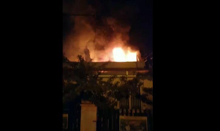 Kebakaran hebat dilaporkan terjadi di Jalan Medan Siteba, Kecamatan Nanggalo, Kota Padang, Sabtu (9/10/2021) malam.