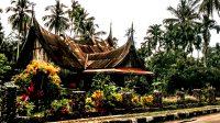 76 Rumah Gadang (Inggris: Big House) merupakan rumah adat Minangkabau yang berada di Perkampungan Adat Tradisional Sijunjung, Sumatera Barat. (foto: Ade Yuandha)