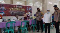 253 santri termasuk pengurus Pondok Pesantren Darussalam Sengkubang, Kabupaten Mempawah mengikuti vaksinasi Covid-19, di Masjid Rayyana Kampus II Ponpes Darussalam Sengkubang, Rabu (6/10/2021).