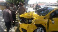 Kondisi mobil yang kecelakaan di kawasan Lubuk Buaya, Kota Padang. (Foto: Dok. KAI Divre II Sumbar)