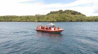 Petugas kantor SAR Mentawai mencari seorang bocah hilang di perairan Mentawai. (Foto: Dok. Kantor SAR Mentawai)
