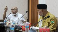 Kepala Kejati Sumbar, Anwarudin Sulistyono saat melakukan pertemuan dengan Gubernur Sumbar Mahyeldi, Selasa (19/10/2021). (Foto: Adpim Sumbar)