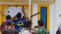 Kantor Wali Nagari Nanggalo, Kecamatan XI Koto Tarusan, Pessel, disegel warga. (Foto: Dok. Istimewa)