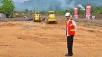Presiden Jokowi saat membuka pembangunan jalan Tol Padang-Pekanbaru seksi I Padang-Sicincin pada tahun 2018 lalu. (Foto: Dok. KPPIP)